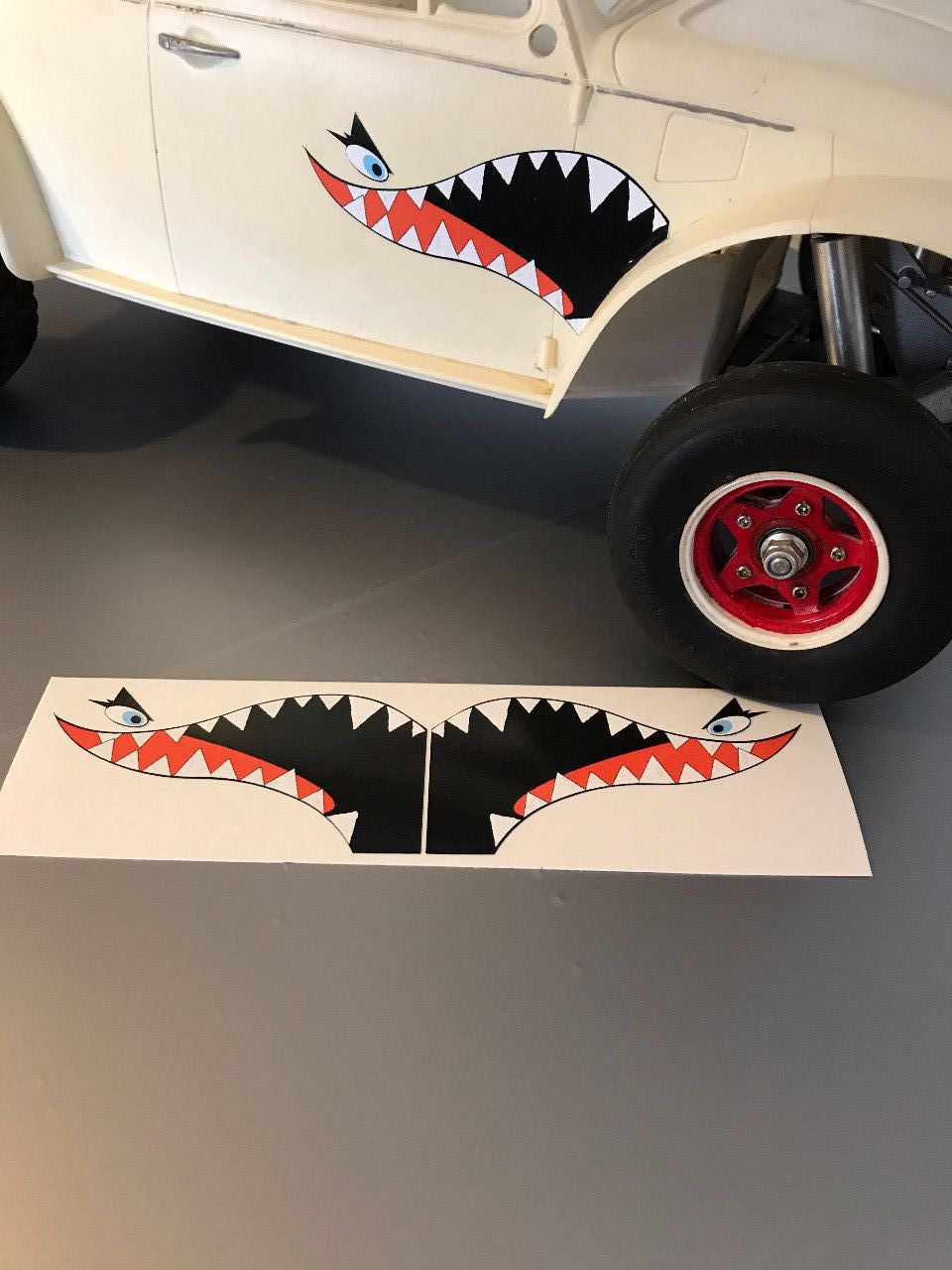 "Stickers ""shark teeth"""